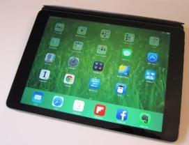 Ma tablette perso, un iPad air, blindé d'applis à usage professionnel (Evernote, Dropbox, workflowy, remember the milk etc.)